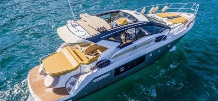 AQUALUXE-–-44'-Luxury-Sport-Yacht3