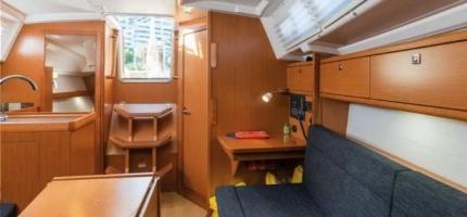 EPHEMERAL-–-33'-Sailing-boat-1