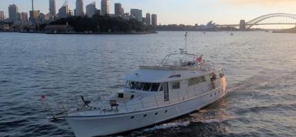 JOHN-OXLEY-–-80′-Luxury-Boat-–-NYE1