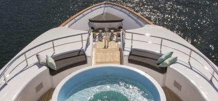 MASTEKA-II-–-122'-Ultra-Luxurious-Yacht3