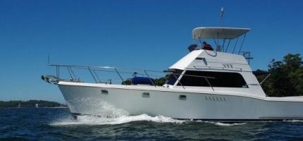 SANTA-CRUZ-–-43′-Luxury-Motor-Cruiser5