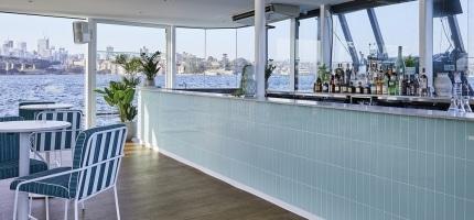 Glass-Island-Bar